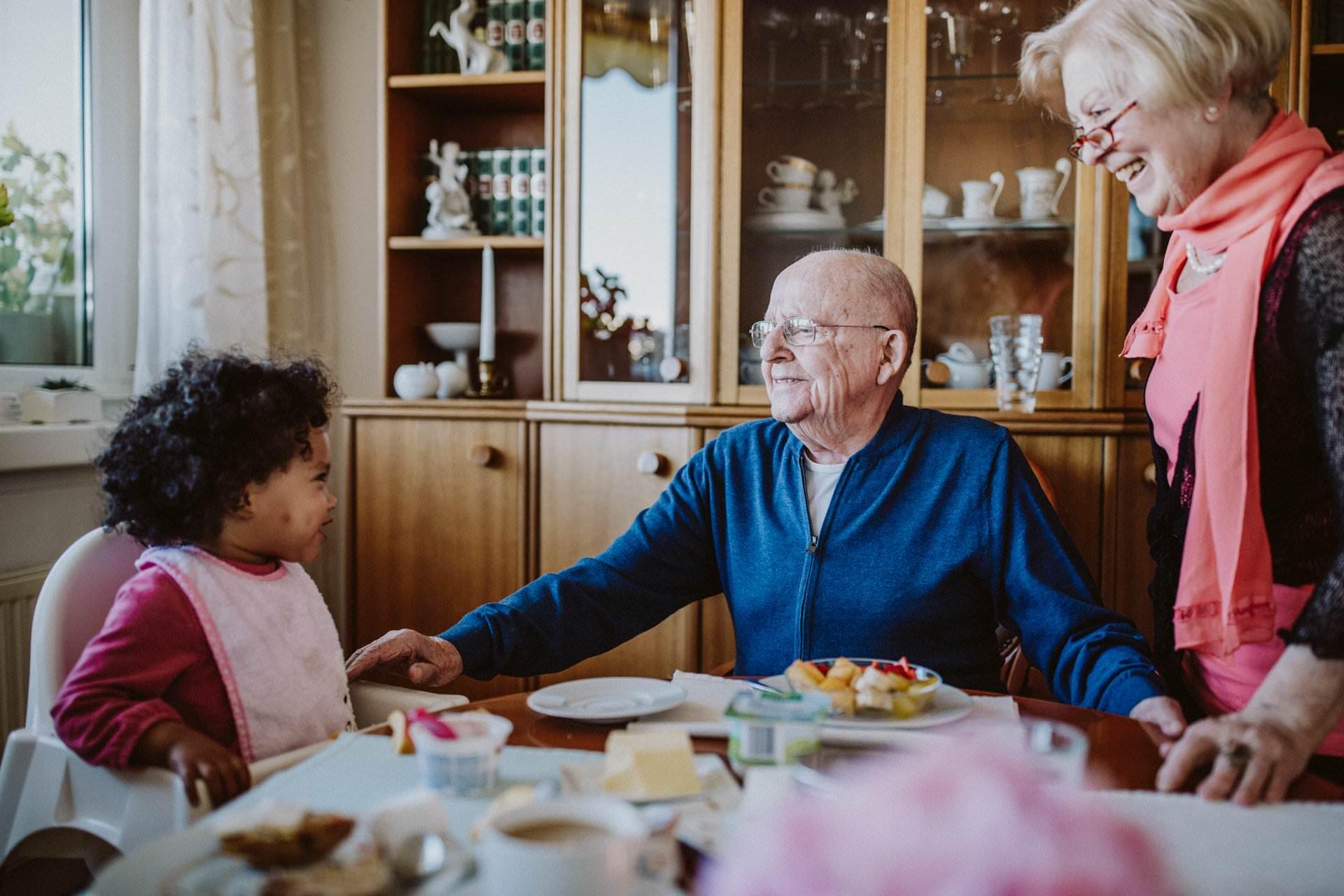 Familienfotos mit Urgroßeltern